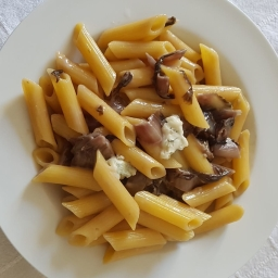 Classico irresistibile: pasta gorgonzola e radicchio